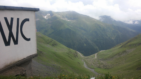 The-toilet-with-the-best-view-transfagaran-romania-inside-post